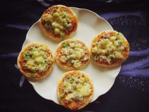 Quick Mini Veg Pizza Recipe
