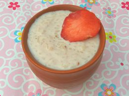 Strawberry kheer (Indian Rice Pudding) is an Indian fusion dessert recipe. Give the most loved kheer a unique flavour of fresh strawberries.