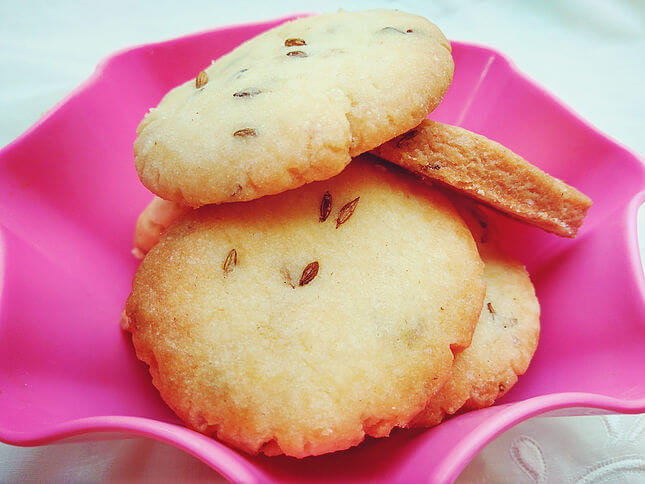 Jeera Biscuits (Cumin Cookies) - With a flavor of freshly roasted jeera (cumin), these cookies are delicious and very easy to make. Accompany these jeera biscuits with a cup of tea and have a perfect tea time!
