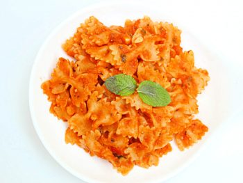 Roasted Tomato Pasta : Pasta cooked in a sauce prepared using roasted tomatoes, garlic and mint!