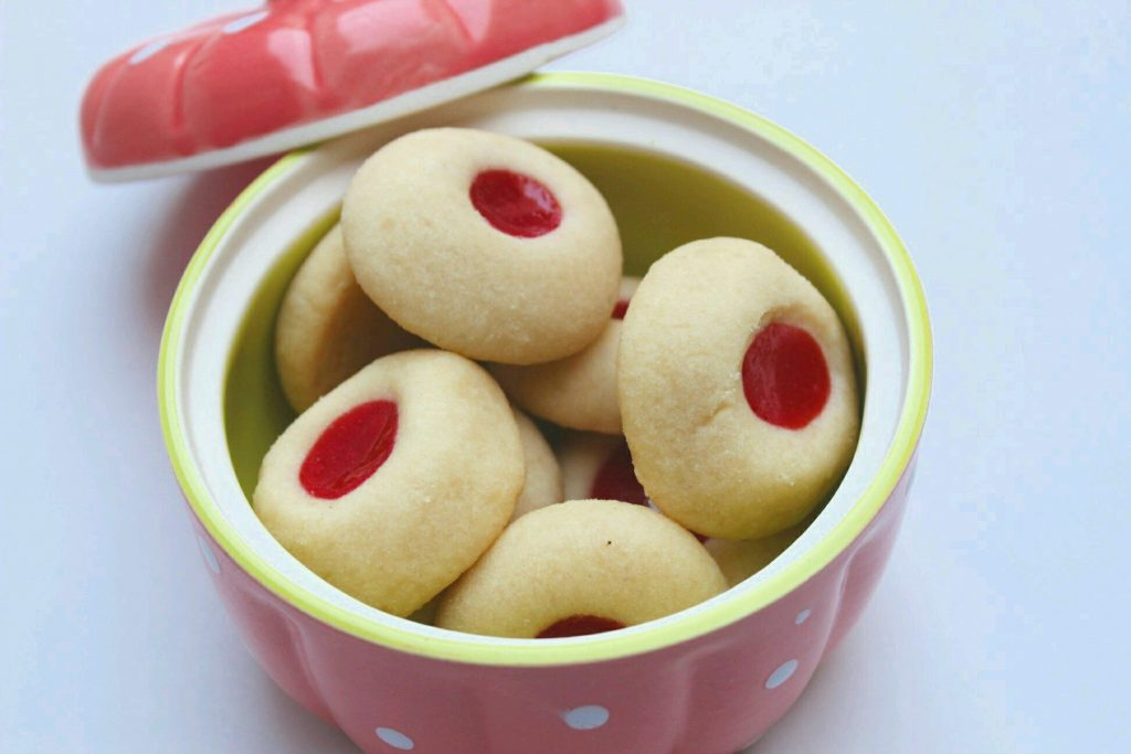 Eggless Thumbprint Cookies (Eggless Jam Cookies) - Buttery, Soft and tasty eggless cookies that can be eaten as a dessert or along with a cup of hot coffee or tea!